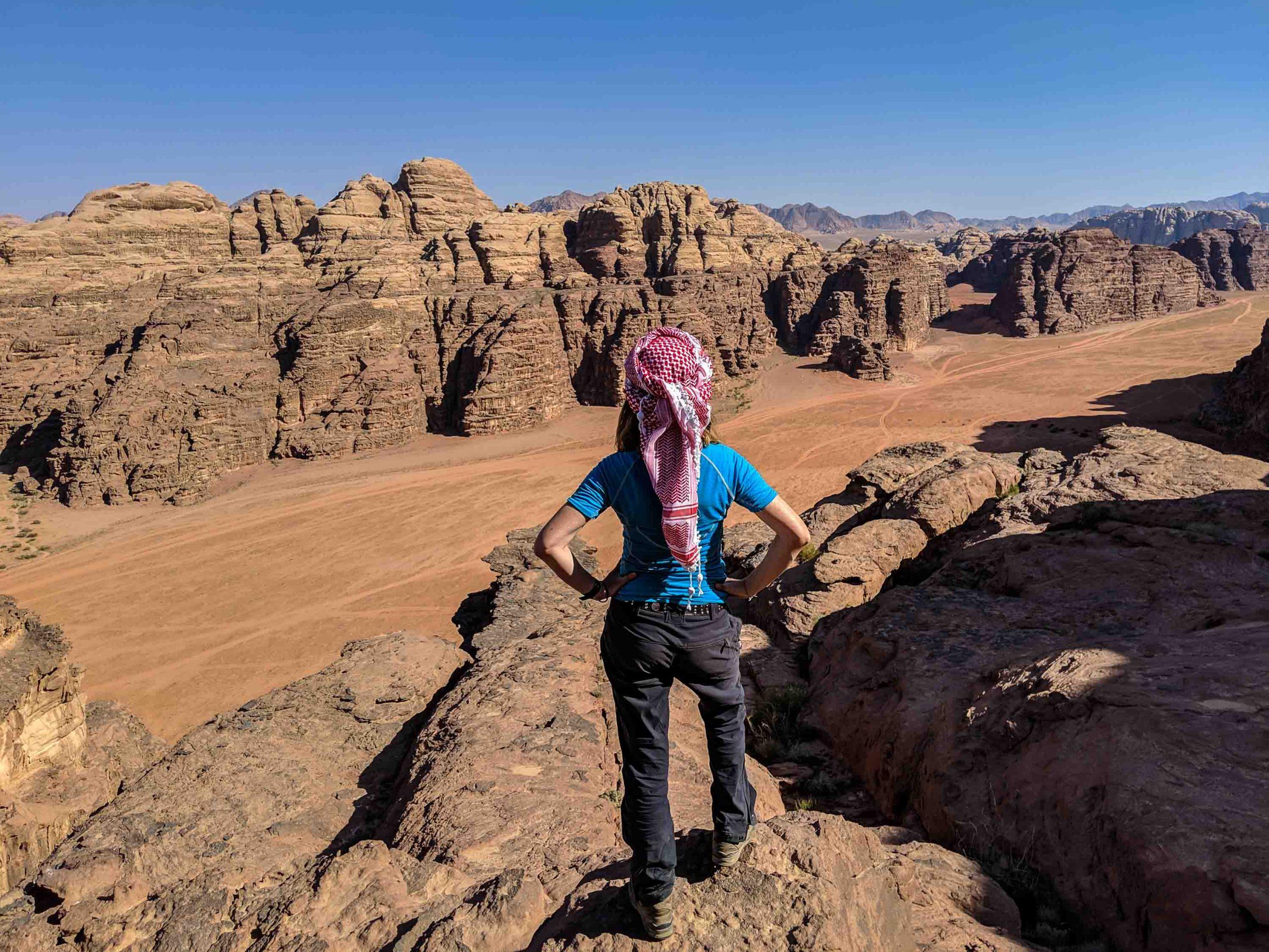 Kaum jemand geht im Wadi Rum Klettern, deshalb sollten Sie